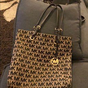 Micheal Kors large shoulder bag